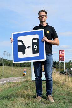 - Tesla har utfordret bilbransjen i hele verden, sier Nils Sødal i NAF.