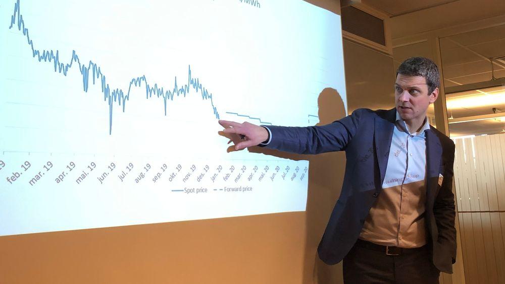 Slik har vinteren vært for kraftbransjen: Ekstremt mye nedbør gjør at priskurven peker rett nedover. Det er langt viktigere enn oljeprisfallet, sier Marius Holm Rennesund i Thema Consulting Group.