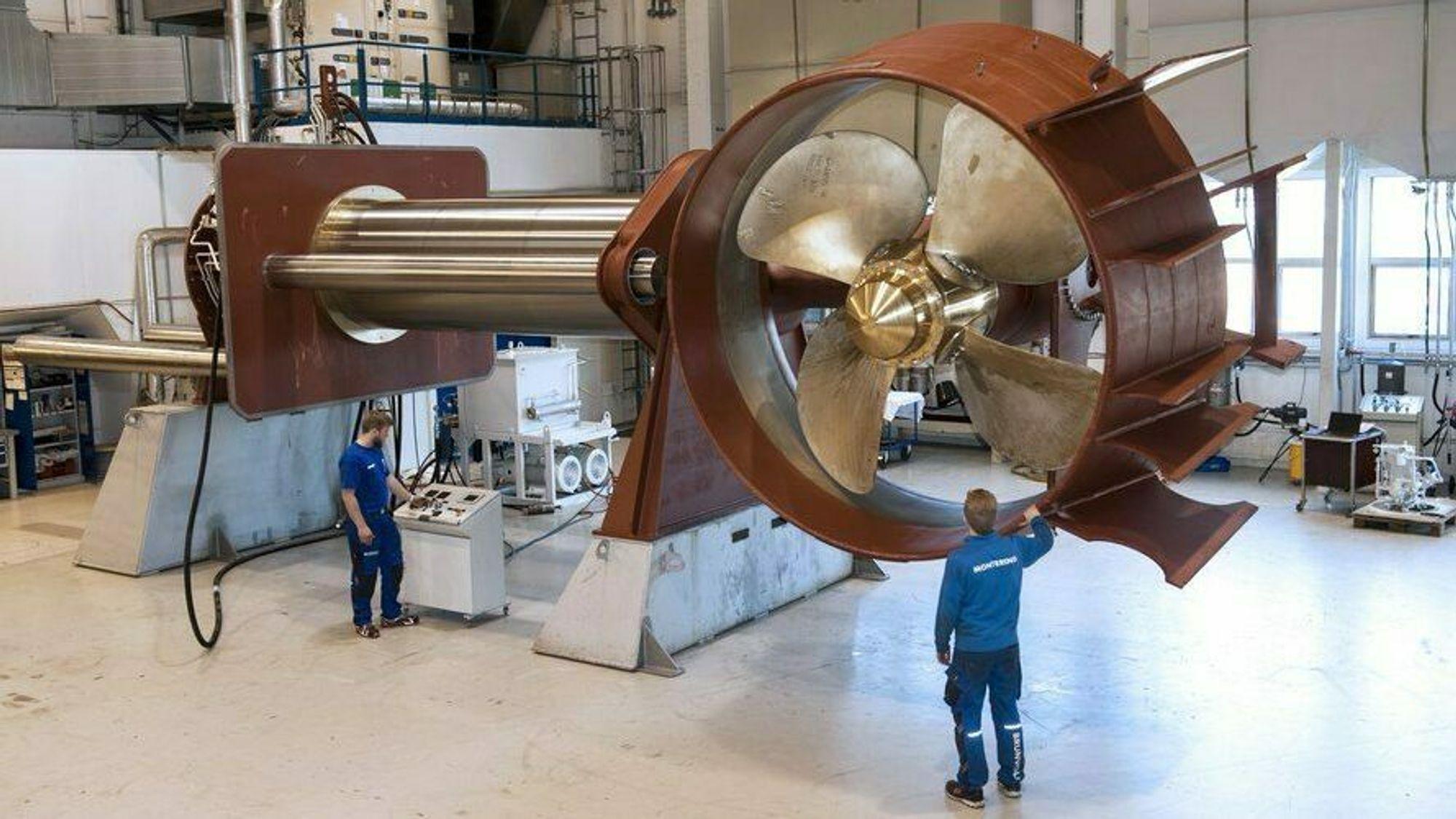 Brunvoll leverer store opptrekkbare thrustere til tre shuttletankere for AET. Skipene skal ligge på DP og laste utenfor Brasil.