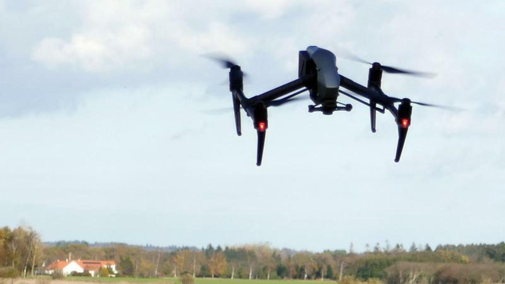 De få undersøkelsene som finnes, viser at droner er langt farligere for fastvingede fly og helikoptre enn for eksempel fugler.