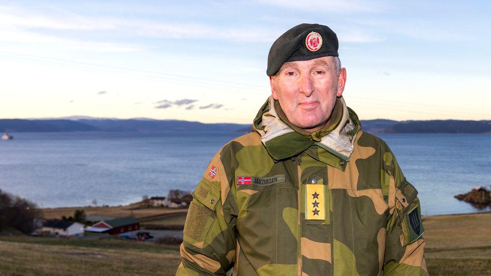 Generalløytnant Rune Jakobsen, sjef for Forsvarets operative hovedkvarter, sier militærøvelsen måtte avbrytes etter at smittesituasjonen gikk over i en ny fase.