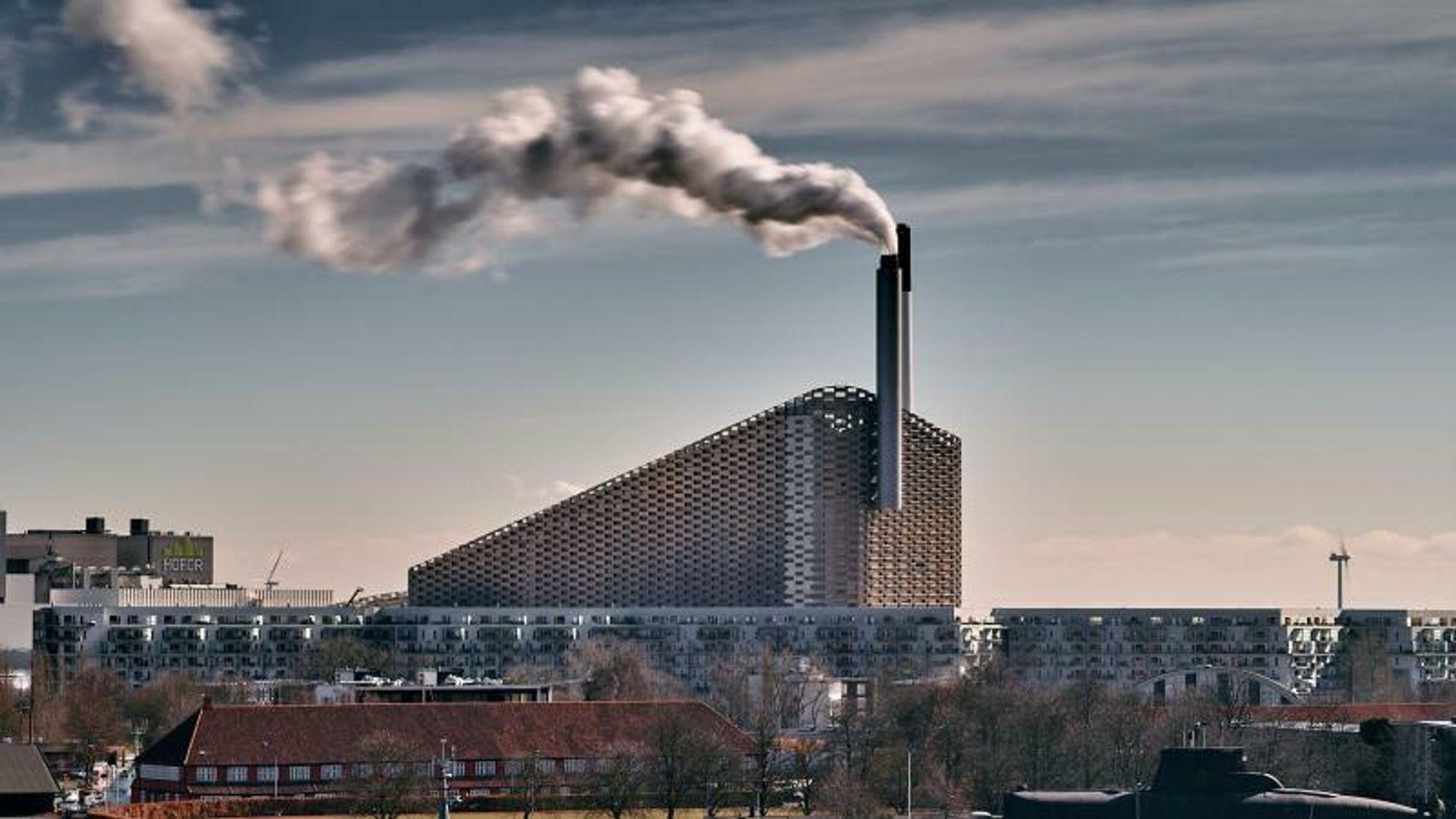 Et stort forbrenningsanlegg - Amager Bakke ved København - skal bli det første i Danmark utstyrt med et anlegg til CO2-fangst.