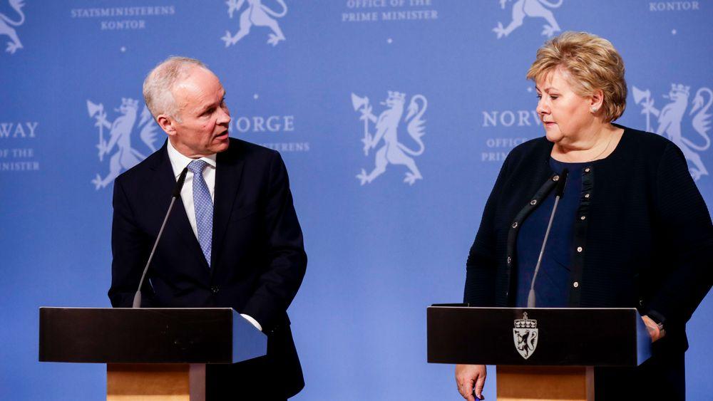 Statsminister Erna Solberg (H) og finansministeren Jan Tore Sanner (H) vil sammen med to andre statsråder presentere tiltak for å berge økonomien gjennom koronakrisen.