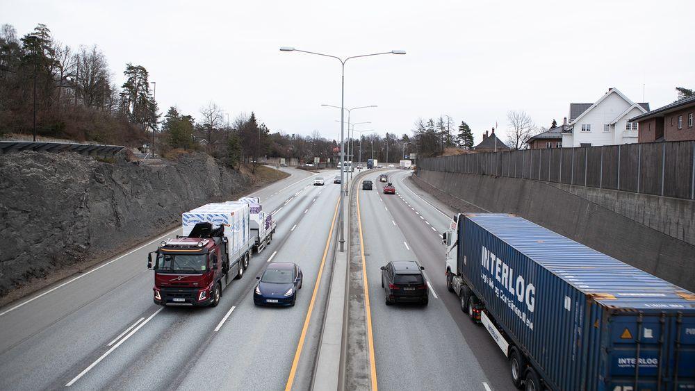 Når Stortinget torsdag vedtar utbygging av ny E18 vest for Oslo, sender de folkevalgte samtidig en saftig bompengeregning til bilistene.