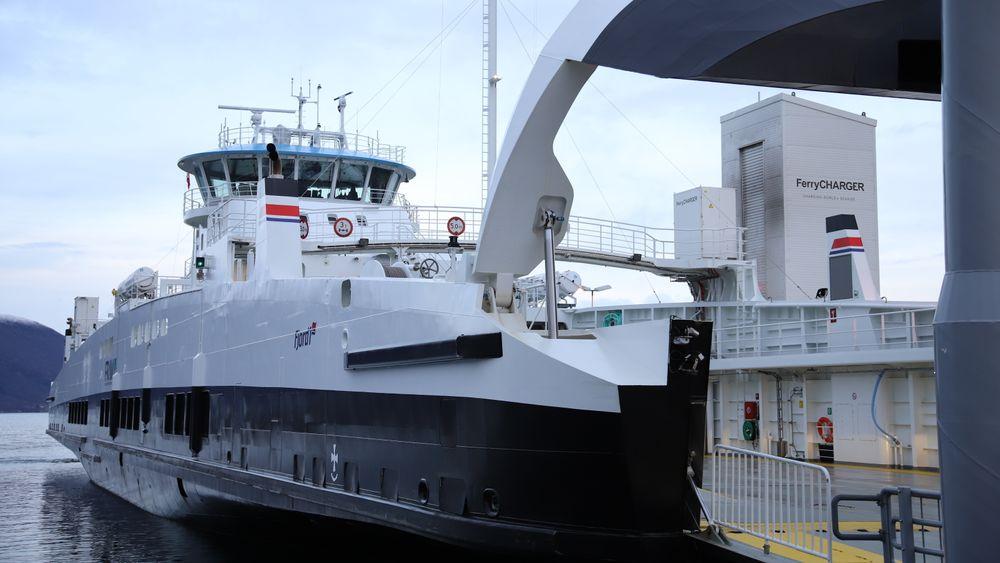MF Hadarøy er hybrid og trafikkerer Hareid-Sulesund i Møre og Romsdal. Batteriene på 3 MWh er levert av Corvus. Fergen har et energibehov for overfarten som tilsvarer 8-9 elbiler.