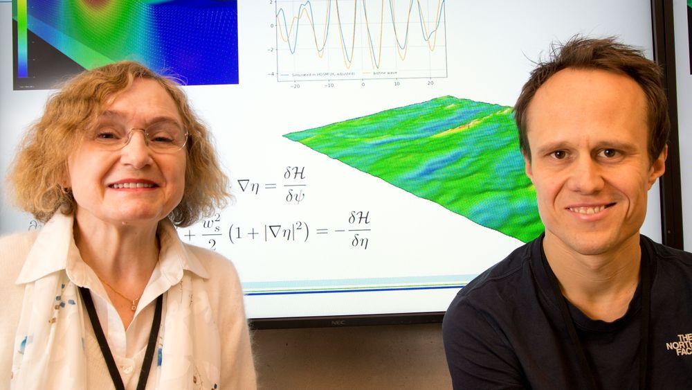Med matematiske formler og simuleringer finner bølgeforskerne Odin Gramstad og Elzbieta Bitner-Gregersen i DNV GL ny kunnskap om monsterbølgene.