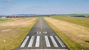 /2542/2542170/runway-1227526.300x169.jpg