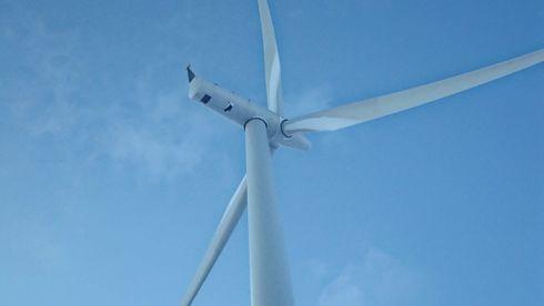 De hvite feltene innerst mot turbinen er is som vokser på rotorbladene. Da den er innerst vil den ikke kastes langt. Is som dannes på framkanten av bladene vil derimot kunne bli kastet langt.