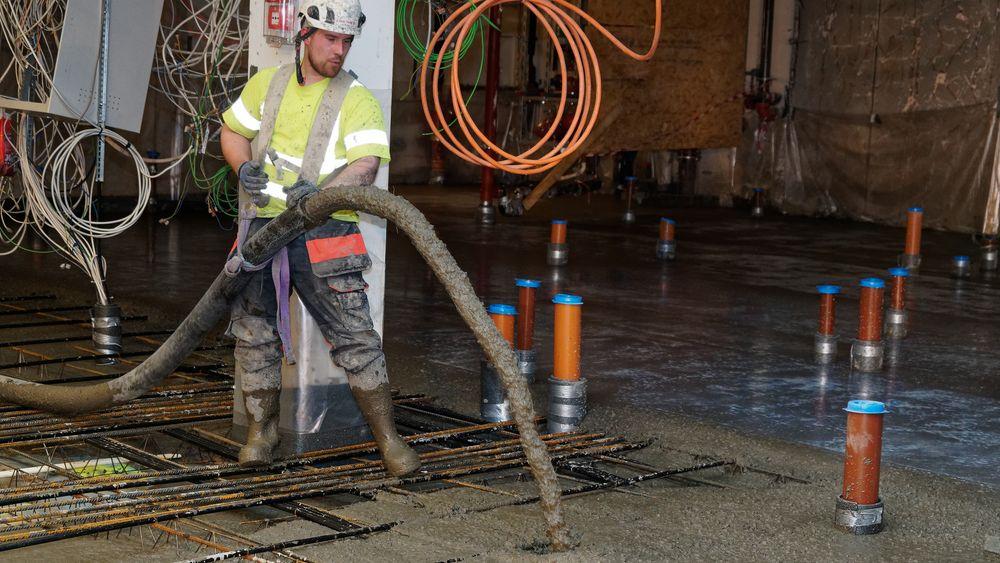 Diameteren på pumpeslangen bør være minst halvannen gang fiberlengden, heter det i veilederen. Det er heller ikke tilfeldig hvordan slanges føres, rådene kommer nå fra betongforeningen.