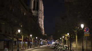 Gjenoppbyggingen av Notre-Dame blir utsatt