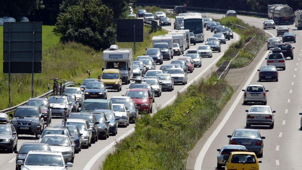 Tyskerne slipper ut mindre CO2, men mer kjøring bidrar til at det slippes ut mer CO2 fra trafikken.