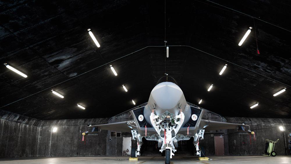 Norsk F-35A i et shelter (bunker) på Keflavik på Island.