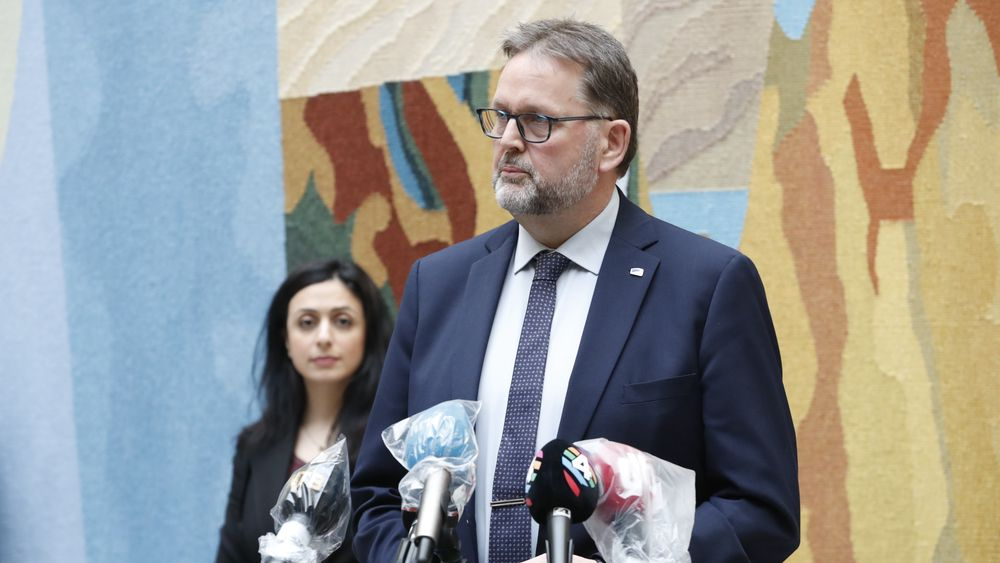 Medlem av Stortingets finanskomité Svein Harberg (H) holder pressekonferanse på Stortinget om regjeringens krisetiltak i forbindelse med korona utbruddet torsdag.