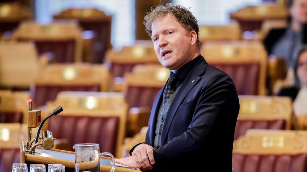 – En enstemmig finanskomité støtter tiltakene som regjeringen la fram i statsråd fredag, opplyser saksordfører Sigbjørn Gjelsvik (Sp). Her fra en tidligere spørretime.