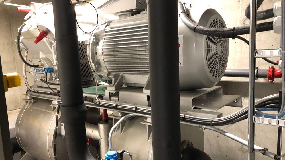 Ved å velge én stor varmepumpe i stedet for flere små, har plussenergibygget i Trondheim fått en mer stabil og energigjerrig varmeløsning, ifølge Skanska Teknikk.