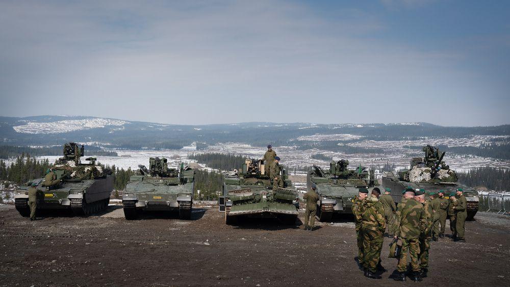 CV90-leveransen feires på Rena 26. april 2019. Men oppklaringsvogna var ikke klar.