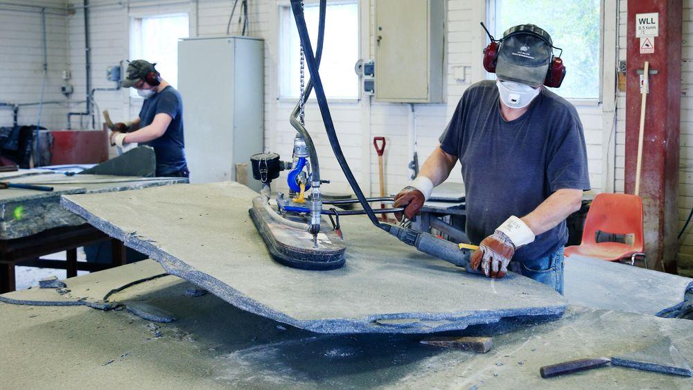 Altaskifer investerte i mer effektiv og automatisert produksjon og økte antall kvadratmeter produsert skifer per årsverk.