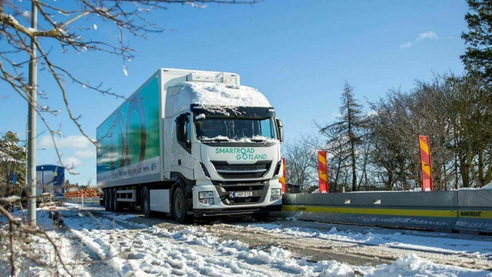 De første testene på smartveien har gitt gode resultater og viser at det er mulig å lade en 40 tonns lastebil ved hjelp av induktiv lading under reelle forhold.
