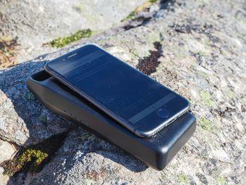 Batteriet kan lade en mobiltelefon fire til seks ganger på én opplading.