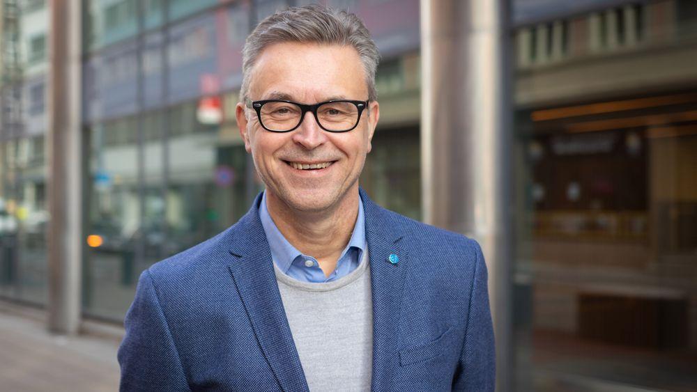 Fiskeri- og sjømatminister Odd Emil Ingebrigtsen sier han skal aksellerere behandlingen av utviklingstillatelser.