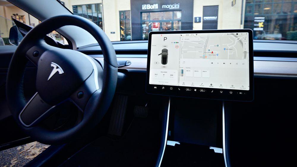 En ny studie fra England viser at reaksjonsevnen svekkes mer av infotainment-systemer i bil enn av å kjøre i ruspåvirket tilstand.
