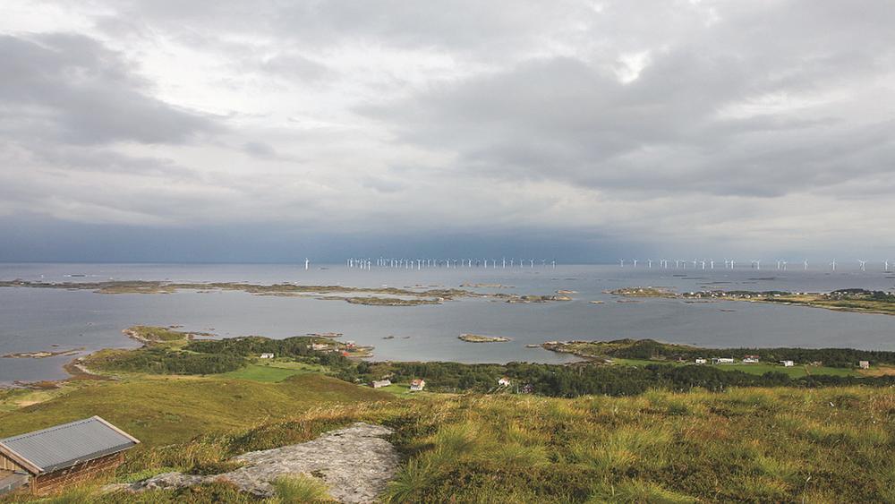 Bunnfast havvind kan gi 1 TWh ny kraft i Møre og Romsdal. Nærmeste vindturbin vil ligge cirka seks kilometer fra bebyggelsen på Harøya og Finnøya i Sandøy kommune.