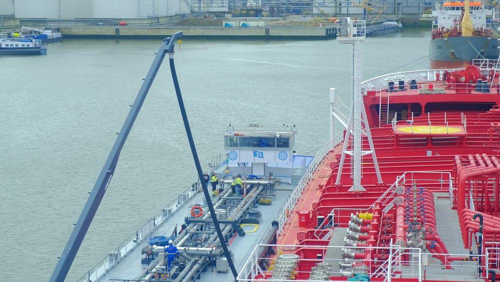 Her bunkrer Stena Immortal 250 tonn biodrivstoff, produsert fra brukt steke- og frityrolje. levert av Goodfuels i Nederland.