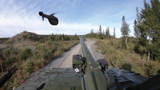 Forsvarets forskningsinstitutt er første kunde av kjøretøy-tilpasset Black Hornet-drone