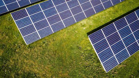 Der Norge for tjue år siden var ledende i verden, sitter vi nå igjen med tre mindre aktører for produksjon av solcellesilisium, påpeker kronikkforfatterne.