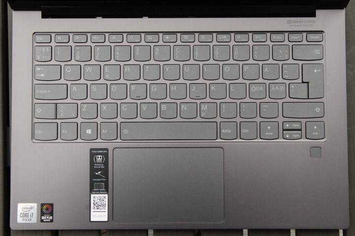 Tastaturet og pekeplaten er av topp kvalitet.