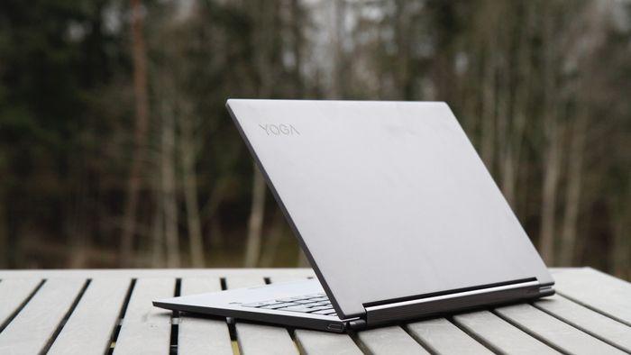 PC-en er laget i aluminium, og fås i to ulike farger.