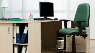 I løpet av de siste årene har mange bedrifter utstyrt sine medarbeidere med egne jobb-laptoper. De som fortsatt har stasjonære PC-er på kontoret og har hjemmekontor, tvinges til å ta med seg jobben over på enhetene hjemme.