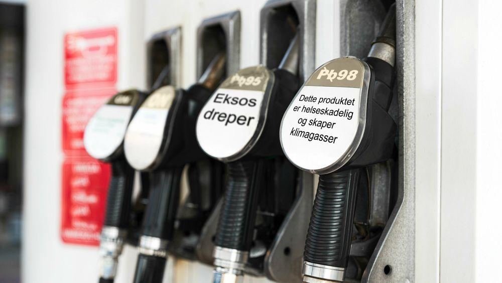 En gruppe britiske helse- og miljøakademikere etterlyser helseadvarsler på fossilt brennstoff. Bildet er manipulert.