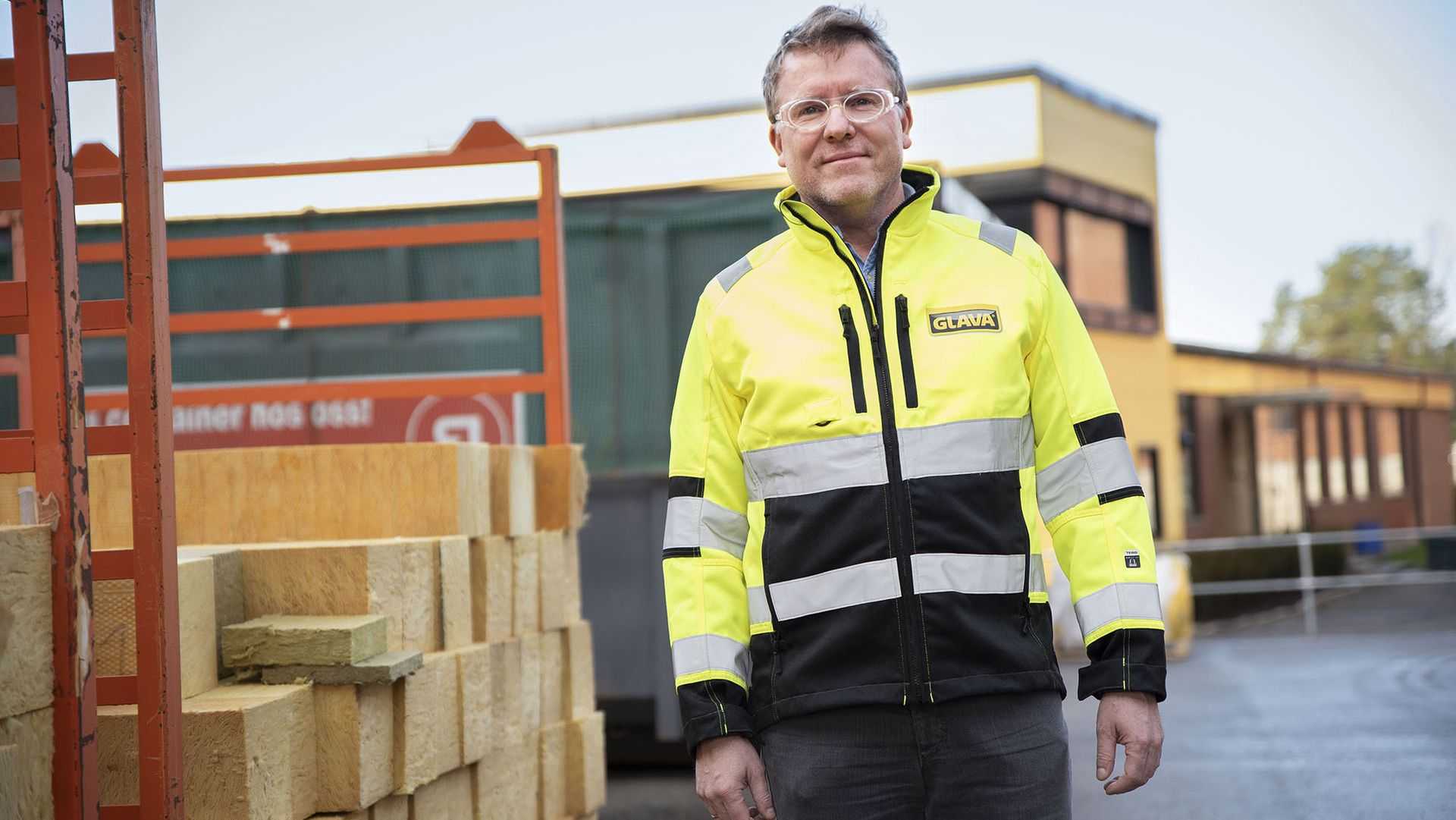 Mads Rikardsen er leder for laboratoriet og utviklingsavdelingen i GLAVA, og har høye ambisjoner for en bærekraftig byggebransje.