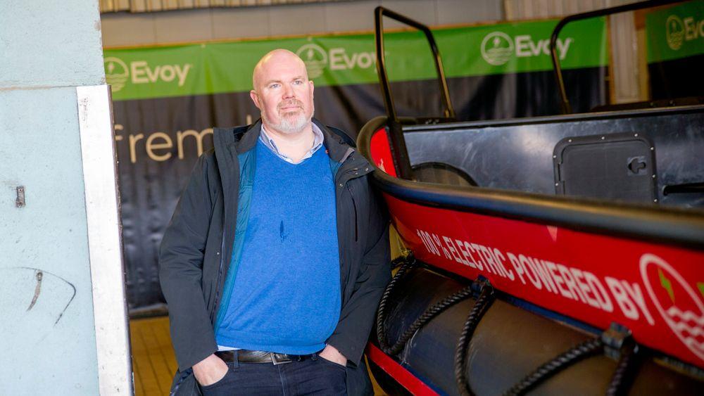Overgang: Leif Stavøstrand meldte overgang fra oljebasen i Florø til eget elbåtselskap for to år siden. Nå skal han levere de første arbeidsbåtene med elektrisk framdrift til oppdrettere på Vestlandet.