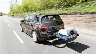 Utslippsmåling på dieselbil.