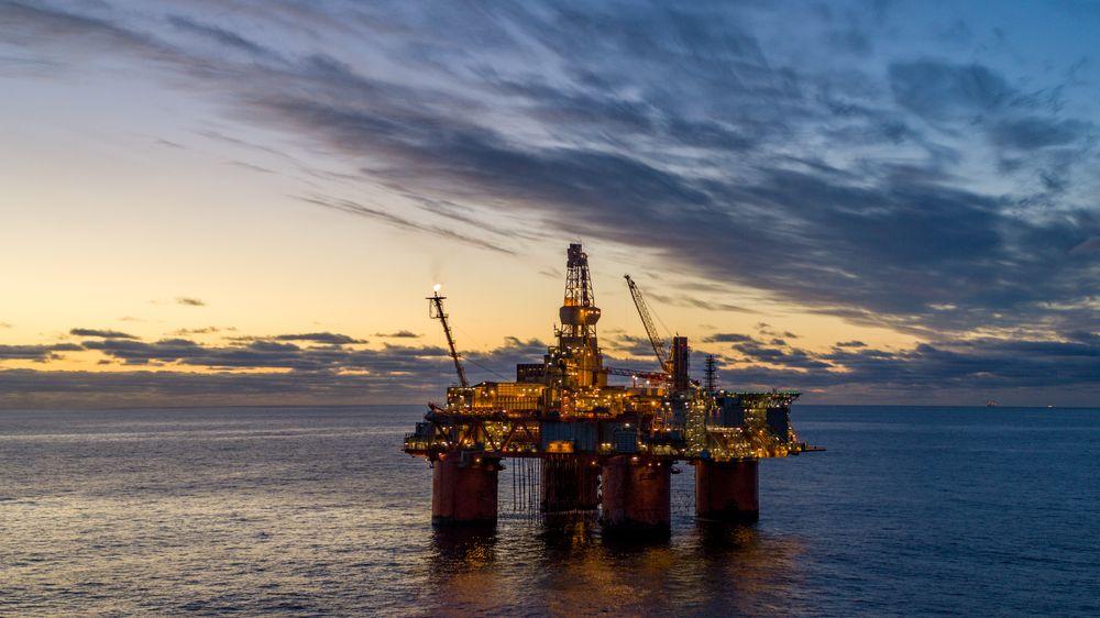 De foreslåtte endringene i skatteregimet for oljenæringen vil gjøre det mer lønnsomt å gjøre investeringer nå i stedet for å vente, skriver innsender. Illustrasjonsbilde av Snorre A.