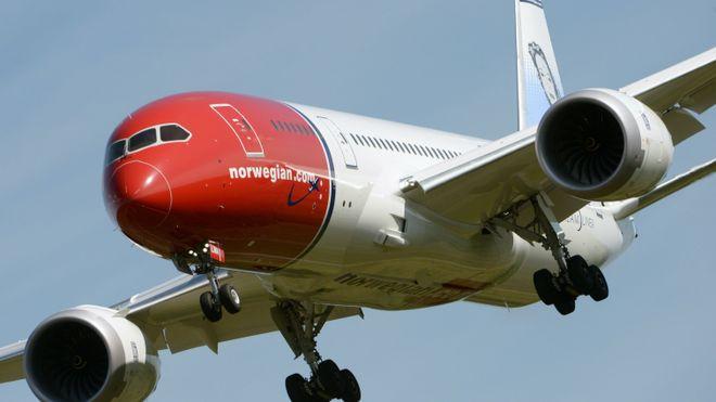 En Norwegian 787 Dreamliner går inn for landing.