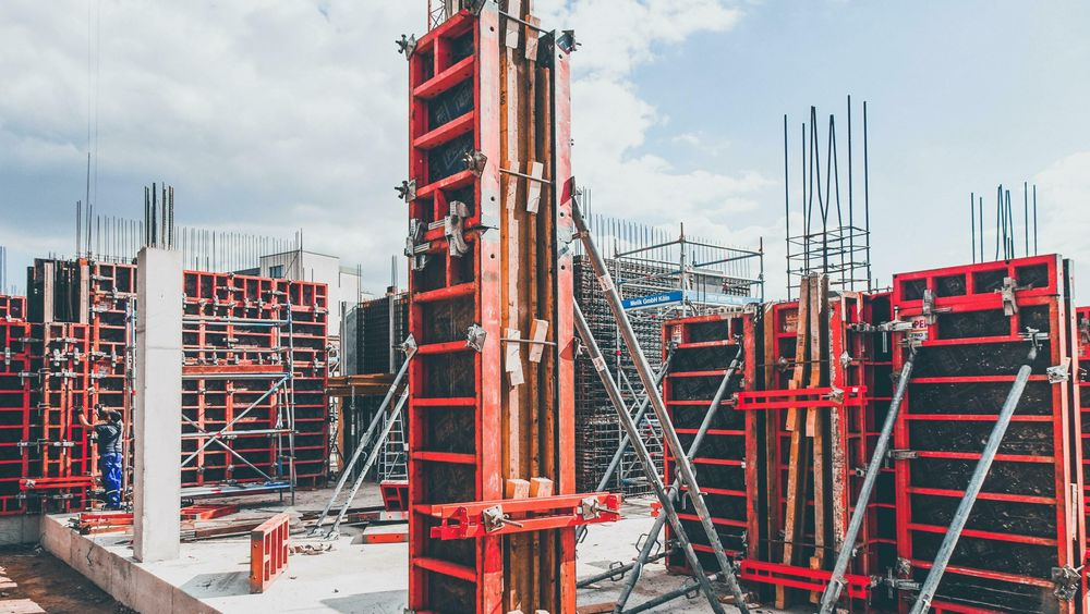 Betong er et av verdens mest anvendte materialer. Sementen som inngår antas å bidra til 7-8 prosent av klimagassutslippene på verdensbasis, skriver innsenderne
