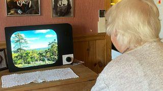 Norske grundere lagde skjerm som gir eldre mer kontakt med familien: Overflømmes av bestillinger fra hele Europa