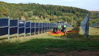 Lager stående solcellepanel: Skal egne seg spesielt godt for landbruket