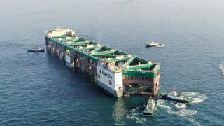 Havfarmen ble 11.000 tonn tyngre enn planlagt. Nå skal den fraktes på skip fra Kina til Norge