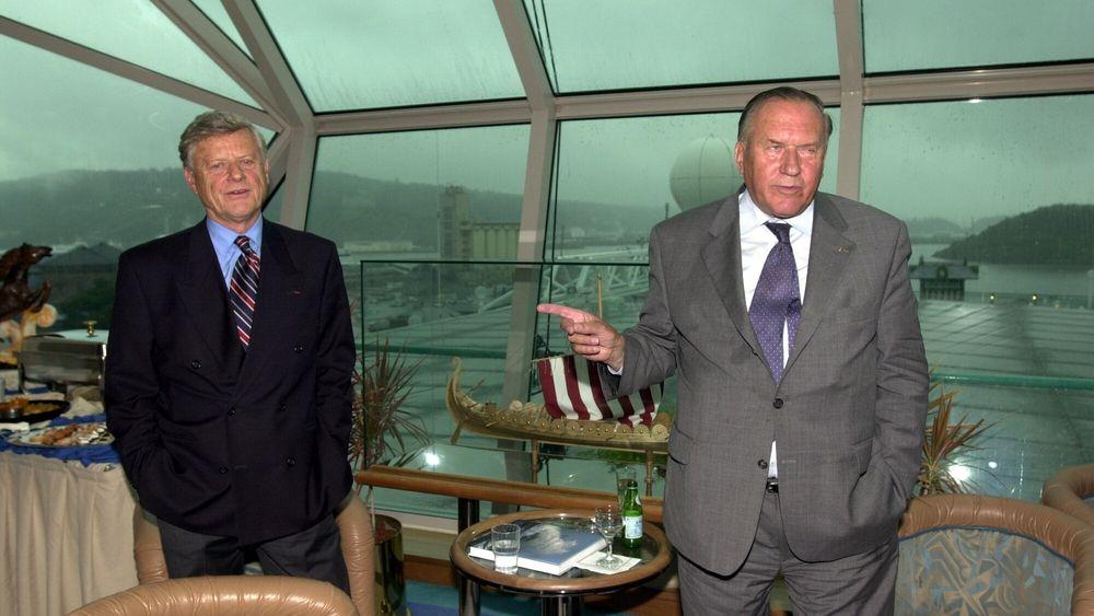 Arne Wilhelmsen (til venstre) er død. Her er han avbildet sammen med Gjert Wilhelmsen.