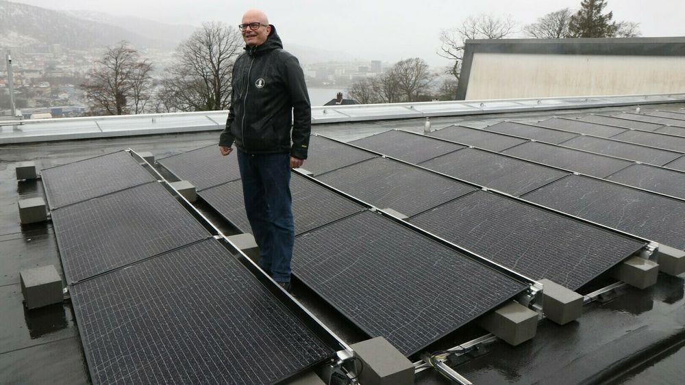 Steinar Sundberg, overingeniør ved UiB, konstaterer at selv i en regnby som Bergen, vil solceller være godt egnet.