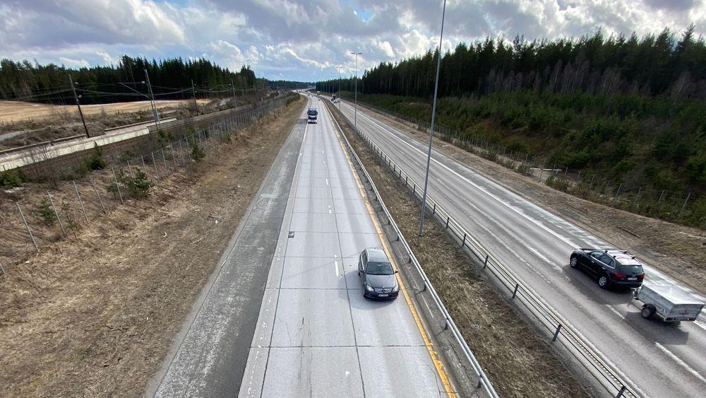 E6 ved Gardermoen var den eneste veien i Norge med betongdekke. Nå er det endelig skiftet ut.