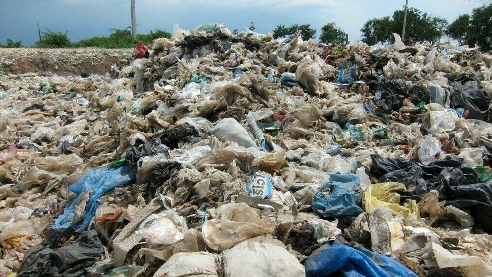 Avfallsfyllingen Nakon Nayok i Thailand inneholder 42 prosent  plast; 2500 avfallsfyllinger i Thailand inneholder til sammen 190 millioner tonn akkumulert plastavfall.