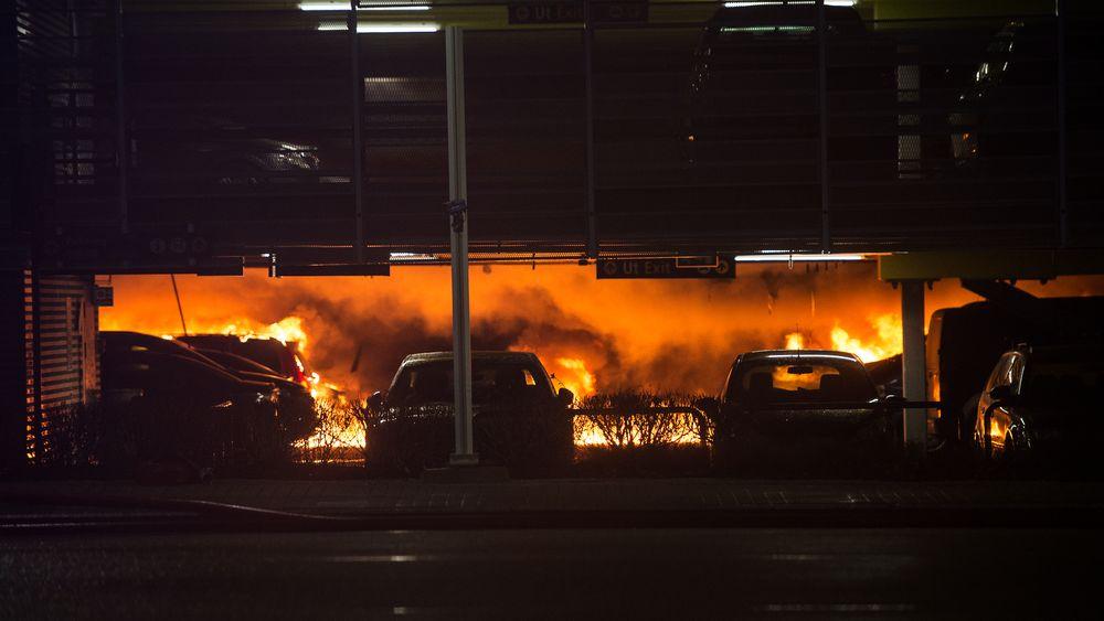 Den nyeste delen av parkeringshuset på Sola ble totalskadet i brann i januar.