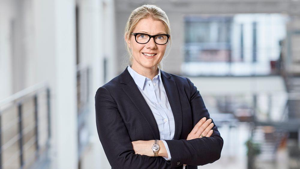 Janne Aas-Jakobsen forlater stillingen som leder for nesten 100 ansatte. Hun er på vei inn i en ny stilling, som ikke er offentliggjort i skrivende stund.