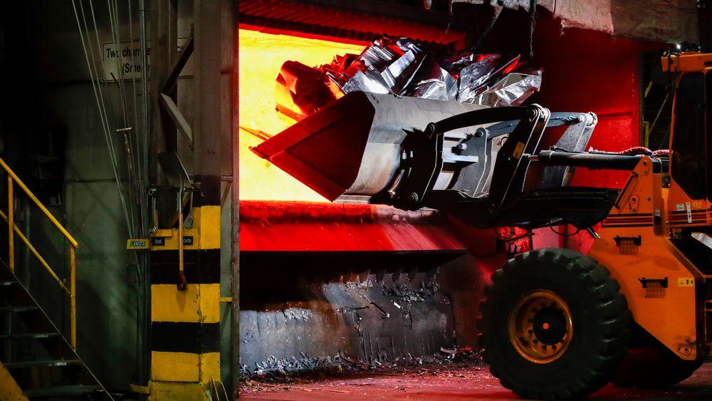 Hvis industribedrifter som Hydro Aluminium i Holmestrand mister inntekter, er det vanskelig å unngå stopp i produksjonen og permitteringer. Men den samme logikken gjelder ikke for mange andre, nye bransjer i næringslivet, skriver TU.nos redaktør i denne kommentaren.