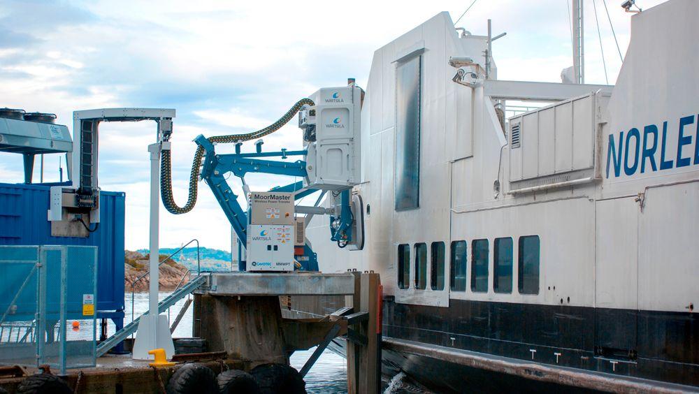 Ladesystem: Folgefonn nærmer seg kaia. Vakuumfortøying og lader mottar signaler fra skipet og settes i «stand by».